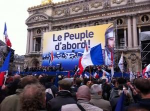 Contrer le FN et le rôle que lui attribue l'idéologie dominante dans Faire Vivre et Renforcer le PCF 130910_LePen_Lepeuple-dabord-300x223