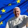 Le pape devant les étoiles de la couronne de la Vierge