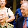 Henri Martin avec le Général Giap en 2004