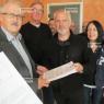Eric Monnini, le responsable du Parti communiste du Jarnisy, a remis les 1 313 pétitions à Jacky Zanardo. Les militants sont bien décidés à préserver les lignes de train dans le viseur de la Région.