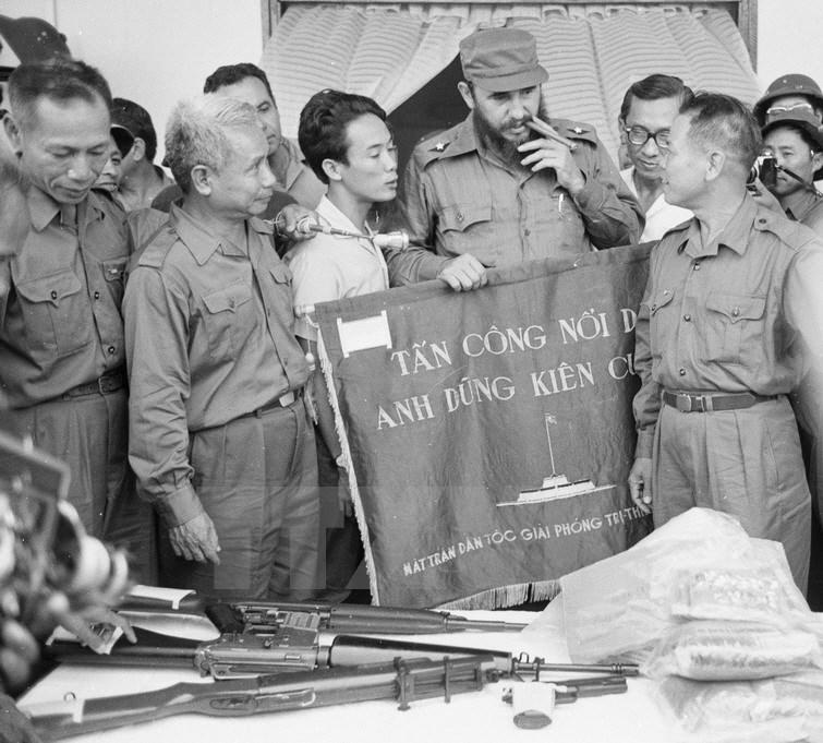 new product 37aa2 a4bfb Hommage à Fidel Castro, un révolutionnaire de notre temps   Vive Le ...